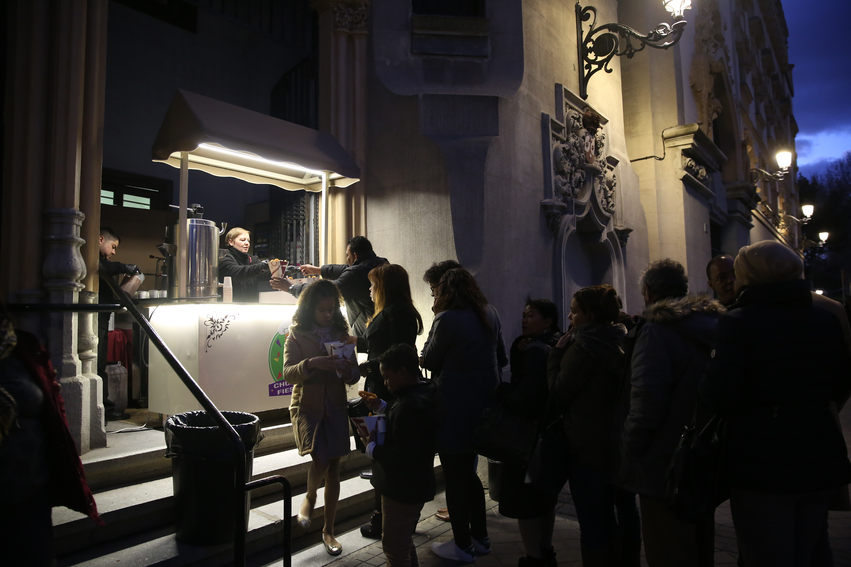 Churro Fiesta en evento de empresa, catering de churros, detalle stand de churros