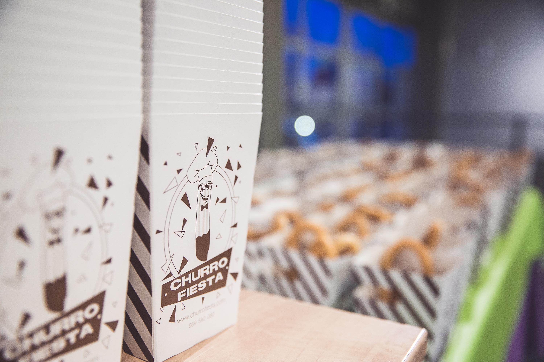 Churro fiesta eventos para empresa. churros con chocolate